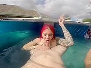 Duże cycki,Pod wodą