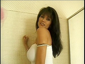 Raven Haired Honey With Big Love Muffins Gives Head