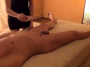 Massagetermin Endet Mit Ficken Und Geiler Schwamassage Clip