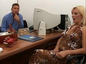 Abusata In Ufficio