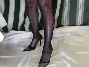 SBB - Elegant Mature Lady Knows How To Use Her Shoes
