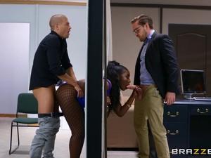 デカ尻,巨乳,黒い肌,男2人の3P,オフィス