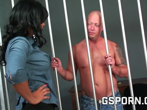 The Police Inspector Girl Fucks The Silly Prisoner.