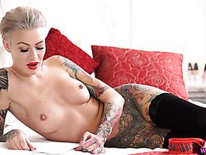 Alt Babe In Sexy Red Lipstick Reads Erotica