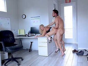 Muscular Guy Fucks The Mature Secretary Until Filling Her Ass