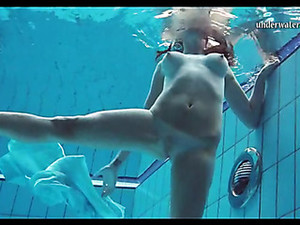 Golenie pizdy,Pod wodą