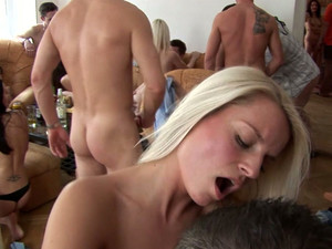 Lot Of Stunning Chicks Get Thair Holes Polished In Swingers Orgy