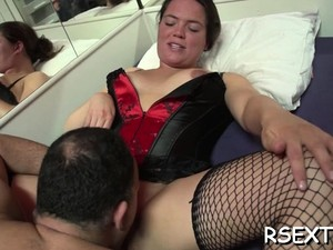 Hooker Gives Head And Gets Her Bald Cum-hole Licked