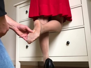 RIPPED PANTYHOSE DRAMA QUEEN FOOTJOB