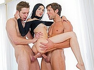 Two Dudes Take A Brunette On Your Hands And Fucking Her In Two Dickhea...