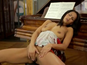 Spicy Teen Gal Likes To Masturbate