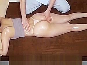 FaKe Massage - Novinha Asi&aacute_tica Cheia De Tes&atilde_o Com A Massagem