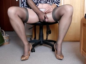 Jerk In Nylons Sitting