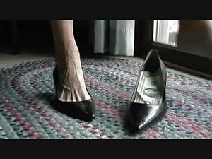Mature Woman Sexy Veiny Feet In The Shoe