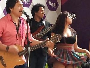 Sexy Carnavalito Ayacuchano Cholita Pantyhose Dance