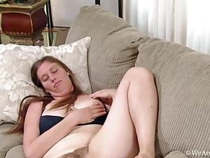 Lindsay Mastubiert, Spritzt Milch Und Pisst