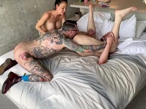 3P,巨乳,バイセクシュアル,熟女,男2人の3P