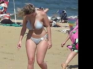 Bikini Babe With Lots O' Curves And Likes Camera