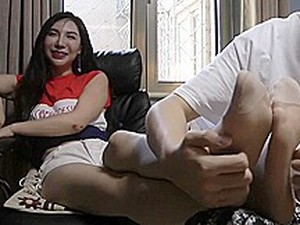 Chinese Tickle - [初心] Playful Nylon Feet Tickle 北京美女丝袜挠脚心 中文对白