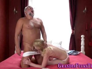 Blonde Teen Bounces Porn