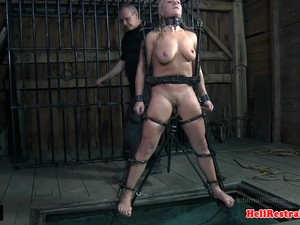 Sub Babe In Chains Pool Dunked By Maledom