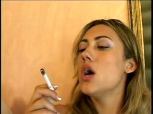 Gwen Smoking And Masturb.