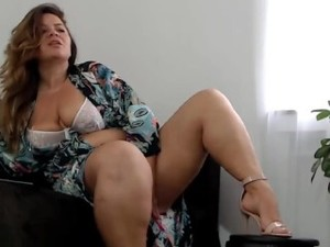 Amelie Is A Mature Saxy Lady With Nice Curvy Legs