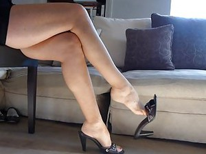 Shoe Dangle Black Heel