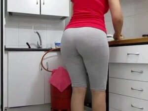 MY CANDID ARAB MILF BOOTY OBSSESSION INSTANT ERECTION 01