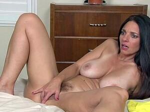 Libertine MILF Mindi Mink Sucks Her Nip And Rubs Her Fur Pie