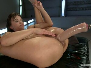 Alysa Fists Her Ass And Gets Double Penetrated By A Fucking Machine
