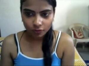 Hot Dark Skin Juicy Cutie Shows Off In Front Of Webcam