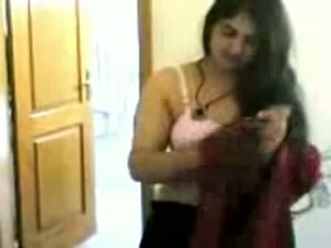 Plump Desi Wife Flaunts Her Long Hair And Body Naked