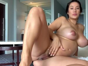 Pregnant Eva Lovia