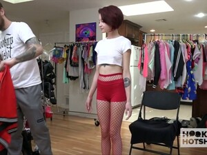 Well Endowed Stud Is Going To Fuck Petite Short Haired Babe Lola Fae
