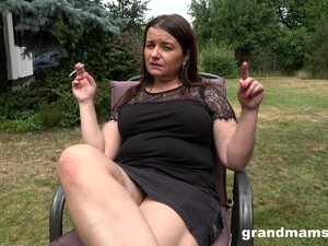 Chubby Mature Housewife Is Dildo Fucking Pussy In The Garden