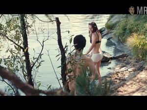 Twilight Superstar Kristen Stewart Flashing Her Half Naked Body