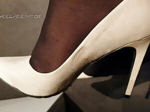 Cumming On A New Pair Of Heels 2