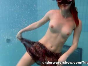 UnderwaterShow Video: Mia