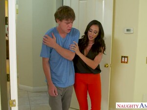 MILFie Beauty With Big Breasts Ariella Ferrera Gets Nailed In The Bathroom
