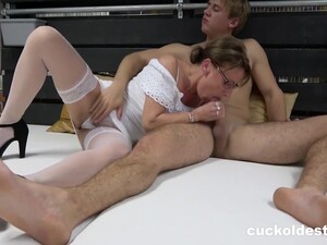 Sharing Mature Pussy With My Bf With Sarah Kay