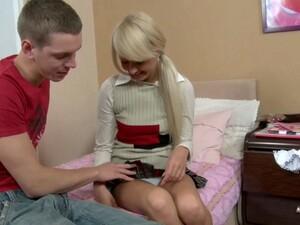 Sweet Teen Gal Kelsey Gets Seduced By Matthew