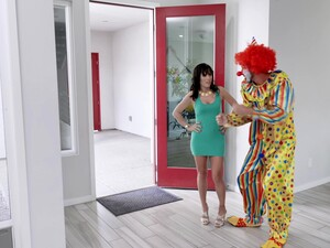 Sex Bomb Alana Cruise Always Wanted To Be Fucked By A Clown