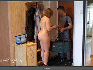 Russian MILF Meets The Pizza Delivery Man Naked