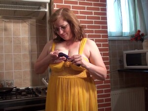 Curvy Housewife Has A Need To Stick A Toy In Her Excited Pussy