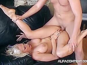 Nikki Hunter In Fantastic Blonde Squirting Sex