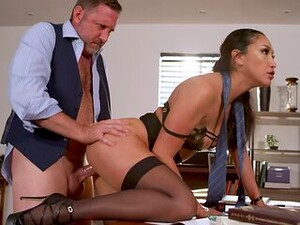 No Ordinary Day In The Office For Fetching MILF Vicki Chase