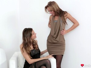Kinky Lesbo Babes Gina Devine And Eufrat Mai Have Sex With A Strapon