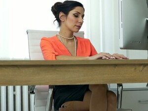 Buxom Sexy Secretary Rachel Evans Pets Herself On The Working Table
