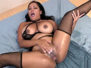 Maxine X Squirting While Fucking